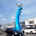 波乗りするクジラ